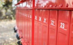 Rij van rode brievenbussen Royalty-vrije Stock Fotografie