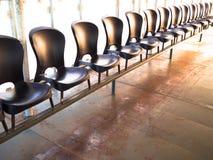 Rij van stoelen Stock Foto