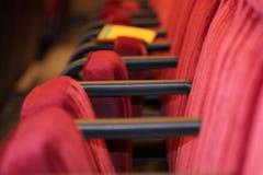Rij van stoelen in bioskoop Stock Afbeelding