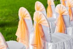 Rij van stoelen voor een deelgebeurtenis die tastefully worden verfraaid Royalty-vrije Stock Afbeelding