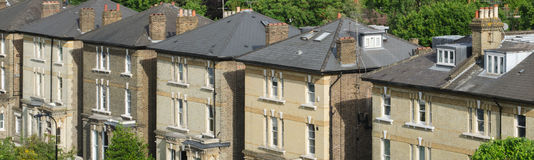 Rij van Typische Engelse Terrasvormige Huizen in Londen Stock Fotografie