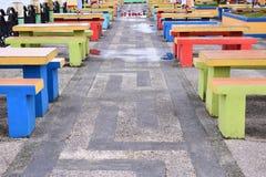Rij van zetels in openbare ruimte stock afbeeldingen