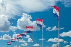 Rij van zeven Nederlandse nationale vlaggen Stock Fotografie
