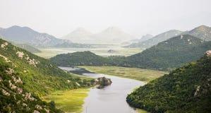 Rijeka Crnojevica, sjö Skadar, Montenegro royaltyfria bilder