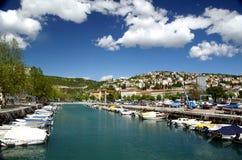Rijeka död kanal i Kroatien Arkivbild