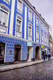 RIJEKA, KROATIË - typische kleine stadshoofdstraat in Kroatië royalty-vrije stock foto's