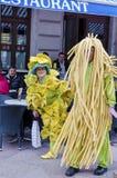 RIJEKA, KROATIEN - 2. MÄRZ: verdecktes Paar nimmt an der Karnevalsparade an Rijeka, Kroatien am 2. März 2014 teil Stockbild