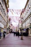 RIJEKA KROATIEN - MARS 02: den huvudsakliga gatan under karnevalet ståtar i Rijeka, Kroatien på mars Arkivfoton
