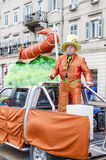 RIJEKA KROATIEN - MARS 02: mannen deltar med hans bil i den årliga karnevalet ståtar i Rijeka, Kroatien Royaltyfri Foto