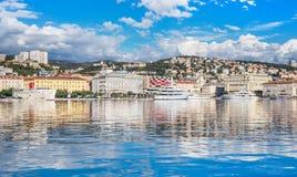 Rijeka Kroatien: Sikt av den Rijeka hamnen Royaltyfri Bild