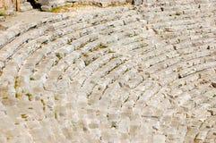 Rijen met steenzetels, stappen, treden in een oud amfitheater royalty-vrije stock fotografie