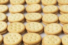 Rijen van crackers Stock Foto's
