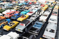 Rijen van diverse stuk speelgoed auto's Royalty-vrije Stock Foto's