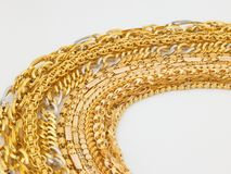 Rijen van gouden kettingen Royalty-vrije Stock Foto's