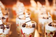 Rijen van Granola-de Desserts van het Yoghurtparfait stock afbeeldingen