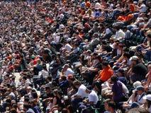 Rijen van het honkbal van het de ventilatorshorloge van San Francisco Giants van zetels royalty-vrije stock fotografie