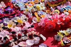 Rijen van kleurrijke bloemkronen Royalty-vrije Stock Foto's