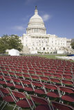 Rijen van lege rode stoelen voor het Capitool van de V.S., Washington Royalty-vrije Stock Afbeelding