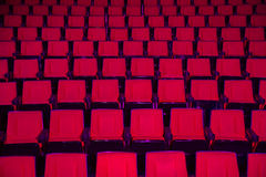 Rijen van lege theaterzetels Stock Foto's