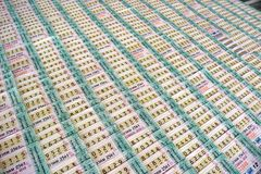Rijen van loterijkaartjes in Thailand stock afbeelding
