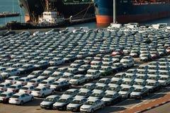 Rijen van nieuwe auto's Stock Afbeelding