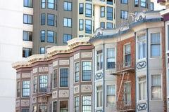 Rijen van oude en nieuwe huizen Royalty-vrije Stock Foto