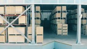 Rijen van pakketten in een groot pakhuis