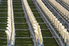 Rijen van plastic stoelen Royalty-vrije Stock Afbeelding