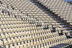 Rijen van plastic stoelen voor toeschouwers Royalty-vrije Stock Afbeelding