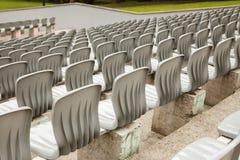Rijen van plastic zetels in het stadion royalty-vrije stock foto's
