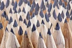 Rijen van scherpe het potloodbonen van de grond grafiet houten textuur stock afbeelding