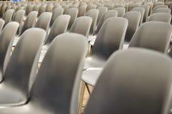 Rijen van stoelen Stock Afbeelding