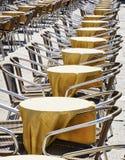 Rijen van stoelen Royalty-vrije Stock Foto