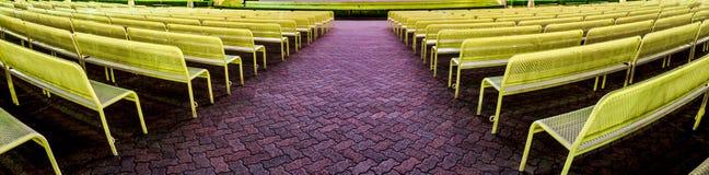 Rijen van stoelen in trefpuntpanorama Royalty-vrije Stock Foto's