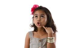 Rijk Aziatisch meisje dat, te kopen wat beslist omhoog kijkt die Royalty-vrije Stock Fotografie