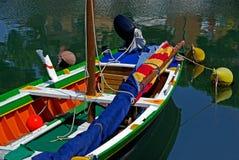 Rijk gekleurde boot stock foto's