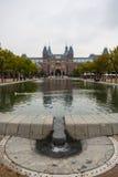 Rijksmuseum fasady basenu i parka vertical widok Zdjęcia Royalty Free