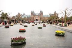 Rijksmuseum i det Amsterdam och Iamsterdam tecknet Royaltyfri Bild