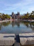 Rijksmuseum och Museumsplein i Amsterdam arkivfoto