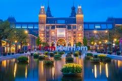 Rijksmuseum som bygger den berömda gränsmärket i Amsterdam Arkivfoton