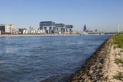 Rijn-Rivier in Keulen, Duitsland Stock Foto's