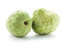 Rijp Cherimoya fruit dat op wit wordt geïsoleerdr Stock Foto