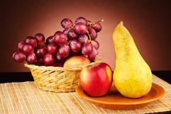 Rijp fruit op de lijst Stock Afbeelding