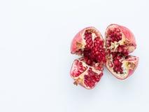Rijp granaatappelfruit op een witte achtergrond Royalty-vrije Stock Foto