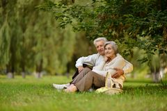 Rijp paar in park Stock Foto's