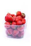 Rijpe aardbeien in een container Stock Foto's