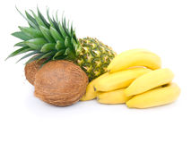 Rijpe ananas, bos van bananen en kokosnoot Stock Fotografie
