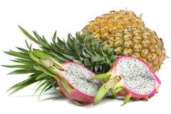 Rijpe Ananas en Pitaya Stock Afbeeldingen