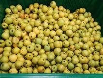 Rijpe appelen op een supermarkt royalty-vrije stock foto