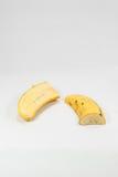 Rijpe banaan met knoflook op witte achtergrond royalty-vrije stock foto